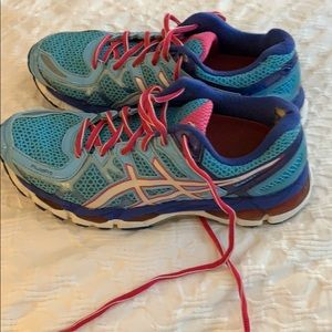 b0e608664ce2 Size 7.5 blue and pink Oasic running shoes